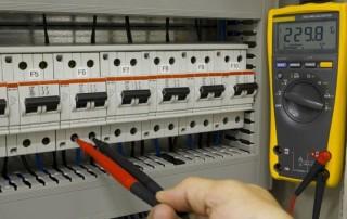 Lucru sub tensiune in instalatii electrice